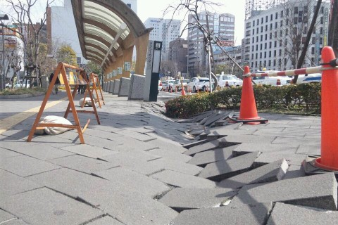 仙台駅東口ロータリーのタクシー乗り場付近