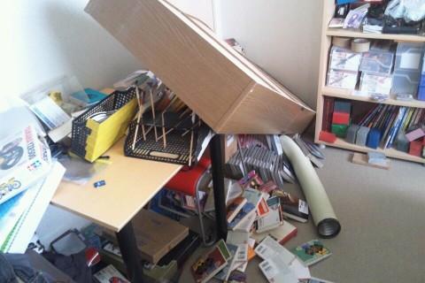倒れた本棚