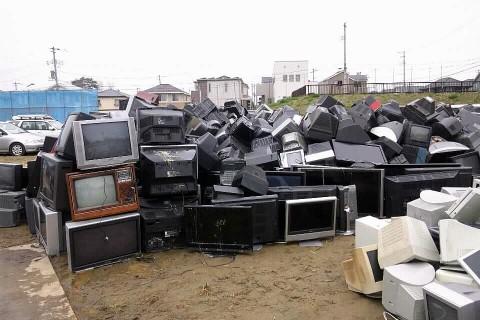 震災ゴミ テレビの山
