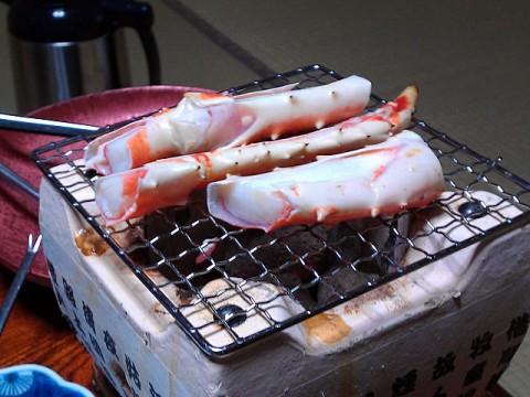 カニの炭火焼き