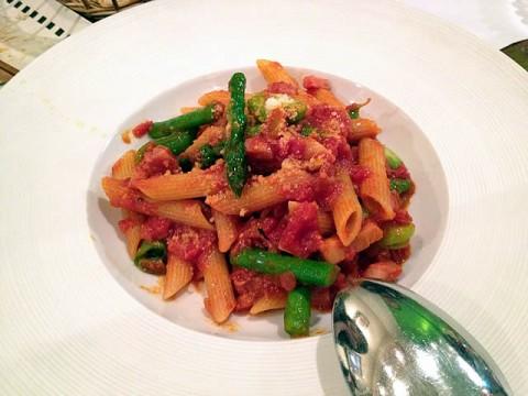 ボローニャハムと春野菜のトマトペンネ