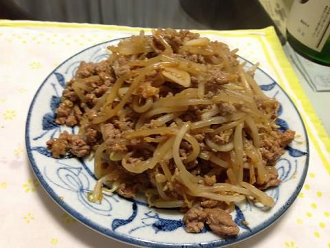 豚挽肉とモヤシのピリ辛炒め