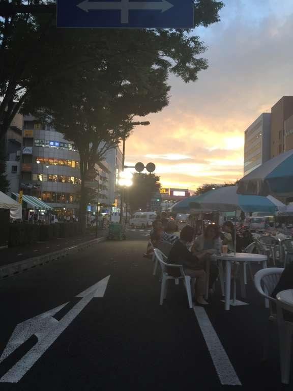 夕陽が沈む仙台駅