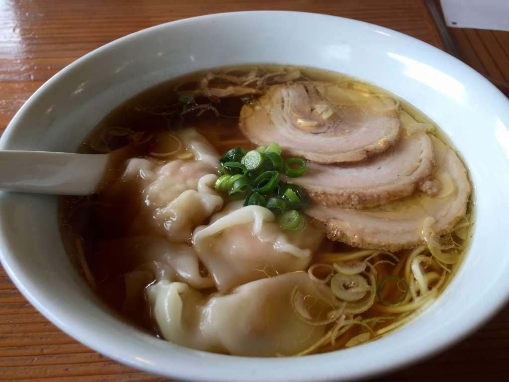 三福の海老ワンタン麺