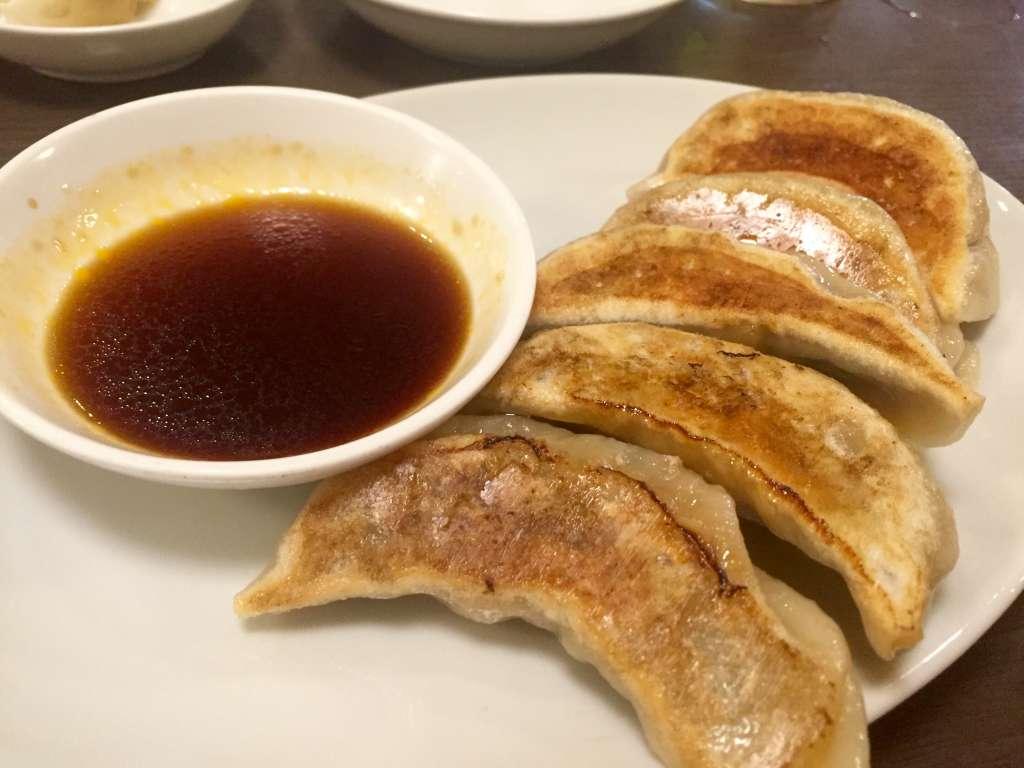 中華飯店靉龍の餃子